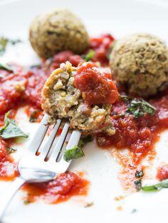 Lentil, Quinoa and Pistachio Meatballs - hearty, vegan and gluten free meatballs!