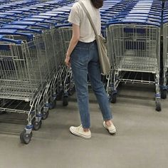 Image about girl in aesthetic~korean ulzzang. Grunge Style, Soft Grunge, Asian Fashion, Girl Fashion, Fashion Outfits, Womens Fashion, How To Pose, Mode Inspiration, Asian Style