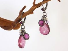 Boucles dormeuses rhodié prune gouttes perles Bijoux Design, Prune, Creations, Drop Earrings, Jewelry, Drop Earring, Gout, Rhinestones, Fantasy
