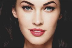 Get Free Cosmetic Samples Beautiful Eyes, Beautiful Women, Classy Makeup, Subtle Makeup, Makeup Ads, Free Cosmetic Samples, Vogue, Girls World, Winged Eyeliner