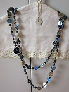 Collana di bottoni e stelline azzurra