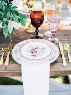 O que é belo foi feito para ser apreciado, e uma mesa posta traz essa magia e encanto sem muito esforço para quem as contempla.