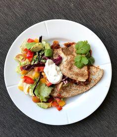 Vegetarisk quesedilla - LINDASTUHAUG Frisk, Guacamole, Tacos, Mexican, Breakfast, Ethnic Recipes, Food, Morning Coffee, Meal