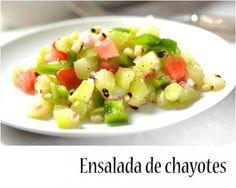 Inicia la semana de forma saludable con una rica ensalada de chayotes salteados con mantequilla y epazote.