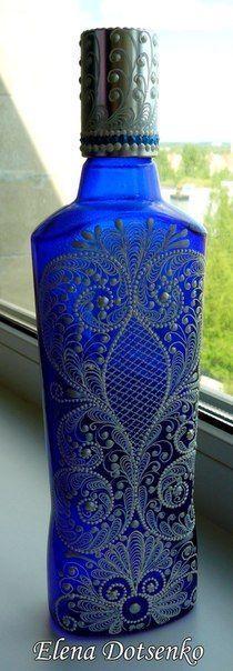 Aqui nada vai pro lixo! Hoje eu trouxe sugestões lindas pra vocês, usando vidros de conservas e geleias. Meu coração sempre dói quando vejo algum vidro bonito sendo descartado, por isso vivo inventando coisinhas para fazer com eles. Encontrei opções lindas de vidros decorados com pintura indiana, fáceis de fazer e de grande efeito visual. …