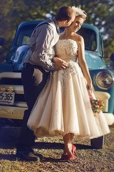 Short and sassy gown - the coffee tulle and ivory lace keep it looking sophisticated and timeless!
