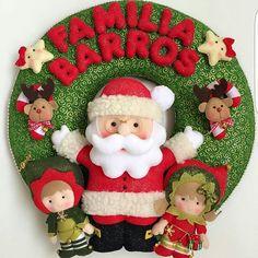 Fofura de guirlanda de Natal personalizada com o sobrenome da família produzida por @andyattelier . Eu tenho e sou apaixonada pela minha! 💖💖💖💖💖 #festejarcomamor #natal #ideiasdenatal #natalnofestejar #presentedenatal #arvoredenatal #xmas #receberemcasa #guirlanda #guirlandadenatal