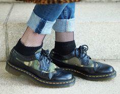 http://www.thefashionableblog.com/2017/01/outfit-lange-strickjacke-von-topshop-netzstruempfe.html #drmartens #docs #mash #mastights #jeans #netzstrümpfe #netz #netzstrumpfhosen #söckchen #stylen #blog #fashionblogger