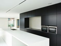 Kitchen Gifts, Home Decor Kitchen, Interior Design Kitchen, Kitchen And Bath, Minimal Kitchen, Stylish Kitchen, Black Kitchens, Home Kitchens, Traditional Dining Rooms