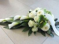 bloemen begrafenis Grave Flowers, Cemetery Flowers, Funeral Flowers, Funeral Floral Arrangements, Artificial Flower Arrangements, Deco Floral, Arte Floral, Green And White Wedding Flowers, Cemetery Decorations