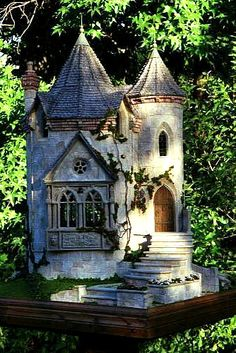 "Bird house castle, this is a piece of art! Another Pinner said, ""It is a fairy castle made by the famous Rik Pierce! Fairy Garden Houses, Garden Art, Fairy Gardens, Garden Cottage, Garden Ideas, Gnome House, Beautiful Fairies, Miniature Houses, Miniature Gardens"