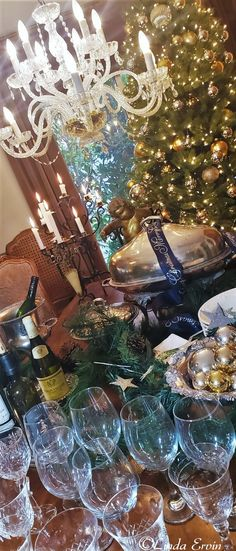 French Country Christmas, Christmas Home, Merry Christmas, Beautiful Table Settings, European Fashion, How To Memorize Things, Presentation, Entertaining, Times