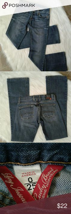 """Lucky Brand jeans Women's very gently pre loved LUCKY BRAND boot cut low rise jeans size 0/25. Measurements waist 14"""" inseam 31"""" rise 7"""". Thanks for looking Bundle to save!! Lucky Brand Jeans Boot Cut"""
