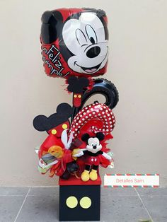 Mickey Mouse Birthday Decorations, Mickey Mouse Wreath, Mickey Mouse Bday, Valentine Decorations, Kids Centerpieces, Balloon Decorations Party, Balloon Shop, Balloon Gift, Candy Bouquet