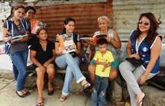 Santa Lucía Leo Club (Ecuador) | Leos distributed free reading books during their Reading Action Program project