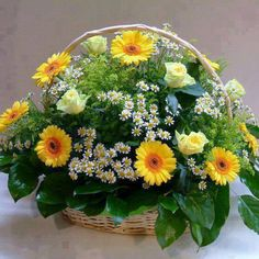 Beautiful Roses added a new photo. Special Flowers, May Flowers, Pretty Flowers, Silk Flowers, Basket Flower Arrangements, Artificial Floral Arrangements, Beautiful Flower Arrangements, Beautiful Rose Photos, Beautiful Roses