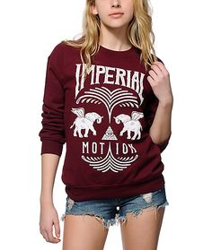 Crafted with an ultra soft fleece construction and a relaxed fit for comfort, this crew neck sweatshirt features an Imperial motion pyramid and elephants graphic printed on the front.