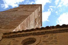 Por Santo Tomé, y su Parroquia, con torres y nubes... el comienzo de un relato... en Toledo.