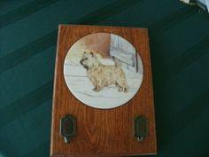 VTG WOOD DOG LEASH HOLDER WITH TILE INSERTED ( CAIRN TERRIER )