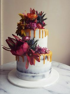 This semi-naked mudcake with salted caramel ganache drip was for an engagement/surprise wedding celebration. I am also surprised by the beautiful flower arrangement added by Asdaisydoes and the incredible food table that my cake became a centerpiece for. www.facebook.com/cakesbyleannerhodes