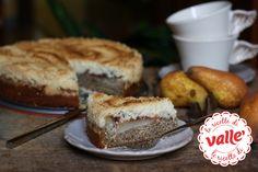 Torta al grano saraceno alle pere con crumble Pere farcite con la marmellata. Ecco cosa racchiude questa deliziosa torta preparata con farina di grano saraceno e crumble. Due diversi strati, racchiudono questa morbida farcia. Il sapore più rustico della base, si sposa perfettamente con quello più dolce e croccante del crumble. Assolutamente una torta da provare...  #autunno