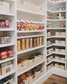 Pantry Organisation, Pantry Room, Kitchen Pantry Design, Kitchen Organization Pantry, Diy Kitchen Storage, Home Decor Kitchen, Interior Design Kitchen, Home Kitchens, Pantry Shelving