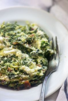 Spinach Casserole - so cheesy, loaded with bacon, and it's low carb and keto! Easy enough for a weeknight, but decadent enough for a holiday dinner! Baked Spinach Recipe, Spinach Recipes, Low Carb Side Dishes, Veggie Side Dishes, Main Dishes, Spinach Souffle, Low Carb Recipes, Healthy Recipes, Ketogenic Recipes