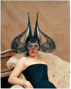 Isabella Blow, l'expo hommage à Sommerset House http://www.vogue.fr/culture/a-voir/diaporama/isabella-blow-expo-hommage-a-londres/16368/image/883111#!5
