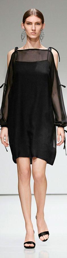 7c72be453cbe83 Little Black Dress   Fall 2016 Ready-to-Wear Escada Fall 2016 Ready-to-Wear  Escada Sharing is caring