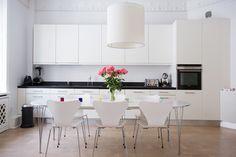Grevgatan 26, � tr | Per Jansson fastighetsf�rmedling Kitchen, Table, Furniture, Home Decor, Cooking, Decoration Home, Room Decor, Home Furniture, Interior Design