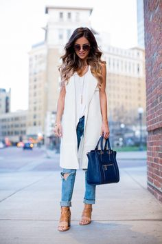 super Ideas how to wear white jeans summer denim jackets Sleeveless Blazer Outfit, White Vest Outfit, Long Vest Outfit, Blazer Outfits Casual, Jean Vest Outfits, Casual Shirts, White Jeans Summer, How To Wear White Jeans, Summer Denim