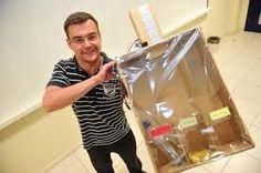 BioOrbis: Estudante cria sistema que reconhece o tipo de material descartado e o encaminha ao lixo correto Waste Segregation, Paper Shopping Bag, Signage, Images, Washing Bins, Recycling, Search, Billboard, Signs