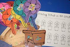 Consonant blends-spring flowers center-activities-to-make Teaching Phonics, Kindergarten Literacy, Teaching Reading, Classroom Activities, Classroom Ideas, Speech Activities, Group Activities, Teaching Tips, Guided Reading