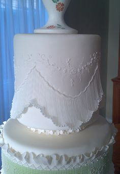 Extravagant Wedding Cakes, White Wedding Cakes, Elegant Wedding Cakes, Art Deco Cake, Cake Art, Royal Icing Templates, Piping Templates, Victorian Cakes, Royal Icing Cakes