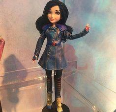Evie doll in descendants 2