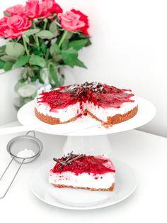 Vanilla & Raspberry Cheescake (not baked) – Sweet baking by Goshhi Light Cheesecake, Raspberry Cheesecake, Cake Mixture, Natural Yogurt, Fresh Cream, Oatmeal Cookies, Tray Bakes, Gluten Free Recipes