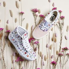 New styles are in bloom: customize a pair of. Vans Girls, Girls Sneakers, Sneakers Fashion, Fashion Shoes, Vans Sneakers, Girls Shoes, Converse, Customised Vans, Custom Vans Shoes