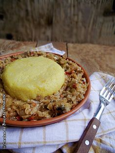 Varza de post cu orez si mamaliguta Romanian Food, Romanian Recipes, Meat Recipes, I Foods, Risotto, Cabbage, Yummy Food, Dinner, Cooking