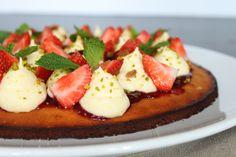 Surprises et gourmandises -  Tarte amande-fraise-pistache façon Christophe Michalak { Affaires Pâtissières }