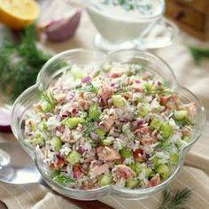 Sałatka ryżowa z wędzonym kurczakiem i ogórkiem Pasta Salad, Cobb Salad, Tortellini, Potato Salad, Grilling, Lunch Box, Food And Drink, Menu, Fresh
