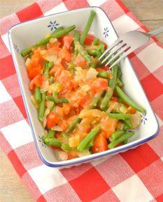 Lekker en Snel: sperzieboontjes met ui, paprika en satesaus - Lekker en Simpel