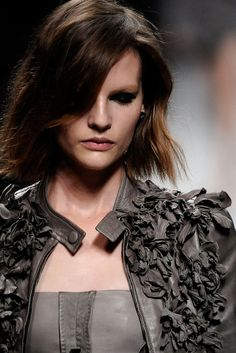 Valentino - SPRING 2010 READY-TO-WEAR...Wow more leather flowers