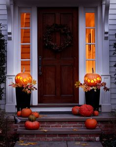Invite trick-or-treaters to your home with this welcoming display, see the complete DIY instructions