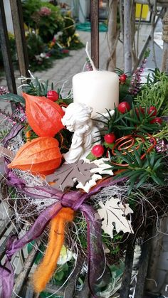 Blumen Markus in St. Georgen -   Allerheiligengestecke 2015 Christmas Wreaths, Table Decorations, Holiday Decor, Furniture, Home Decor, Flowers, Dekoration, Decoration Home, Room Decor