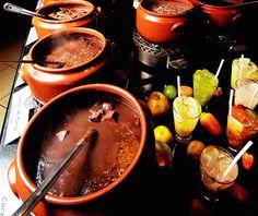 O buffet tradicional de feijoada do Dinho's: agora também na unidade do Itaim (Foto: Divulgação)