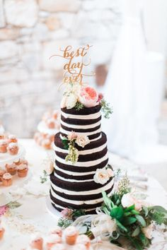 In love with this sweet cake: http://www.stylemepretty.com/texas-weddings/austin/2015/03/12/vintage-chic-wedding-at-the-vineyards-at-chappel-lodge/ | Photography: Awake - http://www.awakephotographers.com/