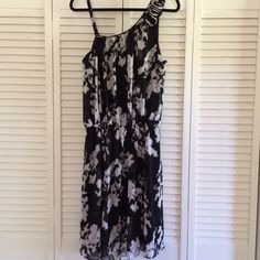 Black floral dress Beautiful dress! It's black with a cream/taupe floral pattern. It's flowy. Banded and stretchy at the waist. Can be one shouldered. The spaghetti strap comes off. The other shoulder has rose details on it. Can also fit 18/20. Alfani Dresses One Shoulder