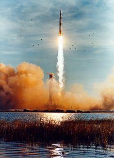 apollo 8 | Apollo 8 on Pad 39A with the Mobile Service Structure (MSS) preparing ...