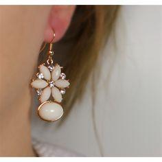 Náušnice Henlay Beige   Womanology.sk #earrings #fashionjewelry #fashionjewellery #costumejewelry #costumejewellery #bijouterie #bijoux #fashion #style #accessories