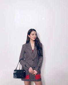 Jisoo at London Fashion week. Kim Jennie, Yg Entertainment, South Korean Girls, Korean Girl Groups, Banda Kpop, Chelsea, Blackpink Jisoo, Foto E Video, Kpop Girls